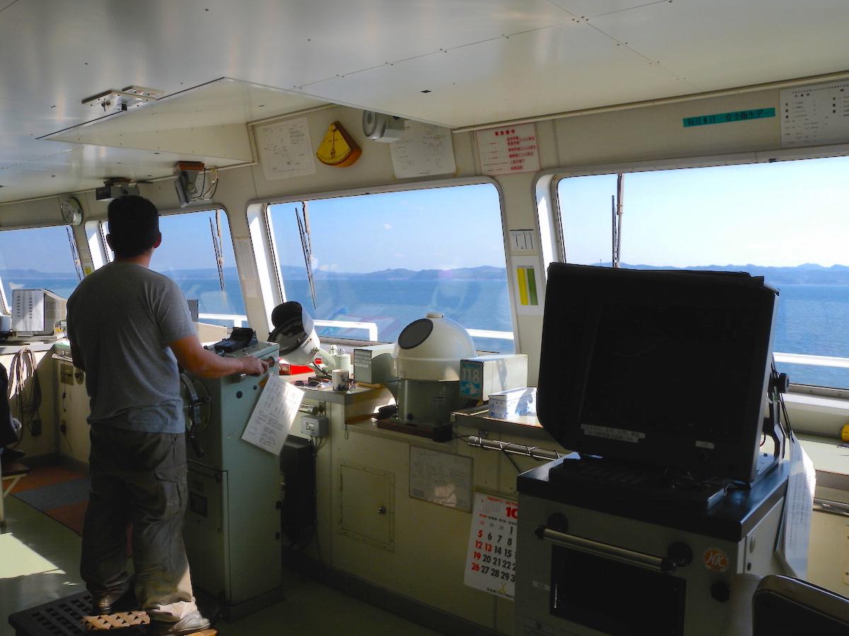 東京湾フェリー操舵室