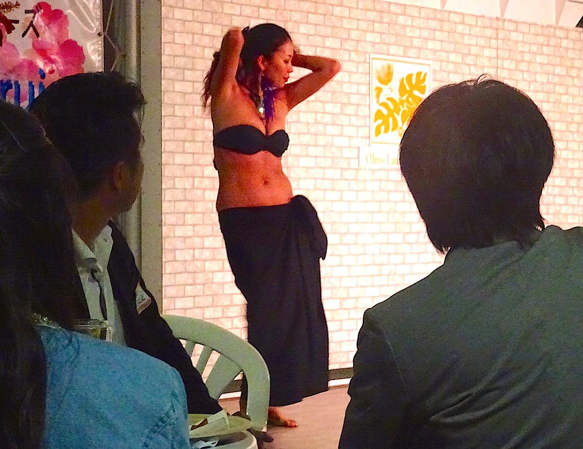 'Ôlino Lani サキさんの迫力ある情熱的なダンスに、見る側もうっとり