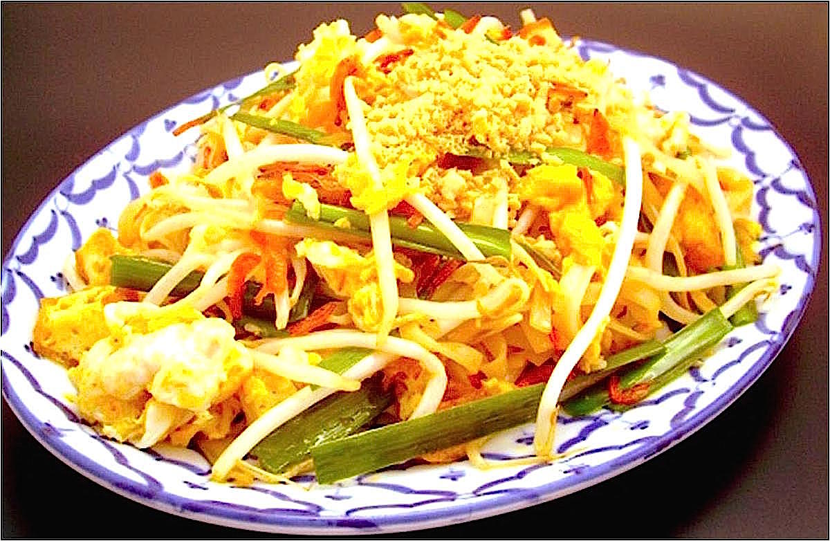 タイで作られる焼きそば「パッタイ」。パッ=焼きそば、タイ=タイ王国の意
