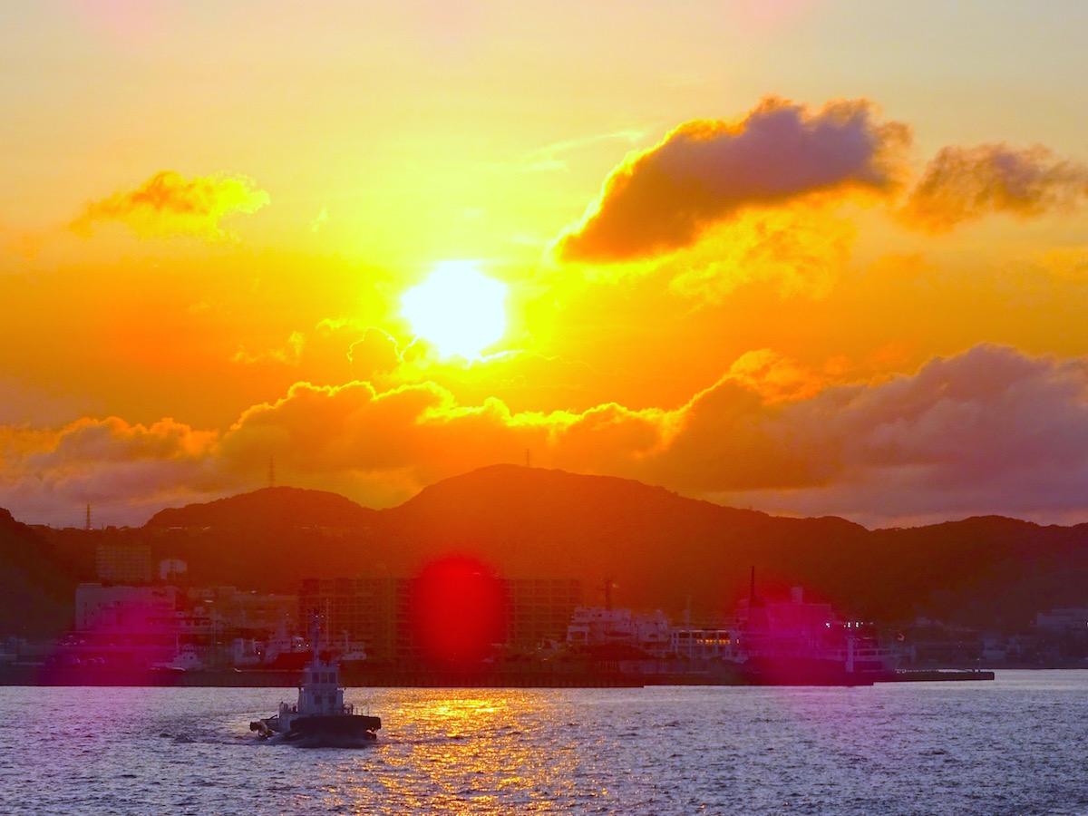 久里浜港出港時に眺める8月の日没