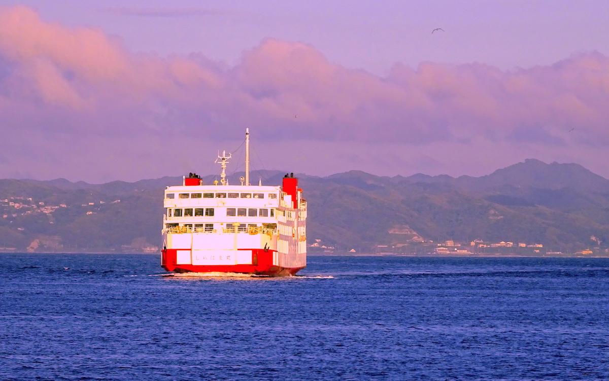 東京湾を横断する「しらはま丸」