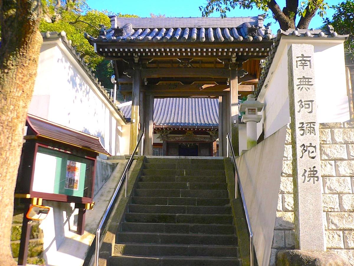 永正元年(1504年)、証誉上人の開山と伝えられる信楽寺