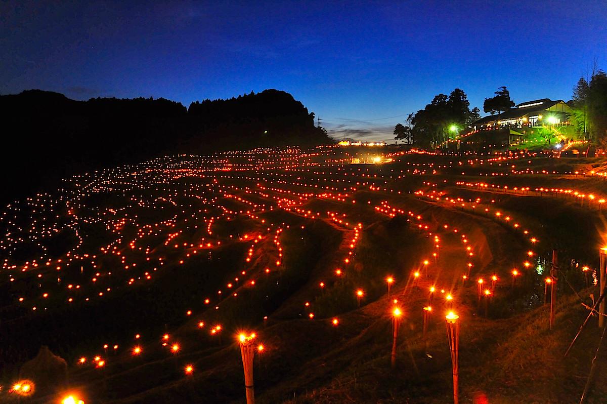 10月に行なわれる棚田の夜祭り