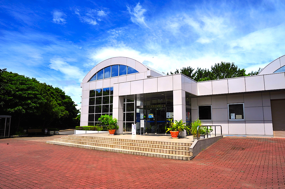 稲毛海浜公園内に建つ稲毛民間航空記念館