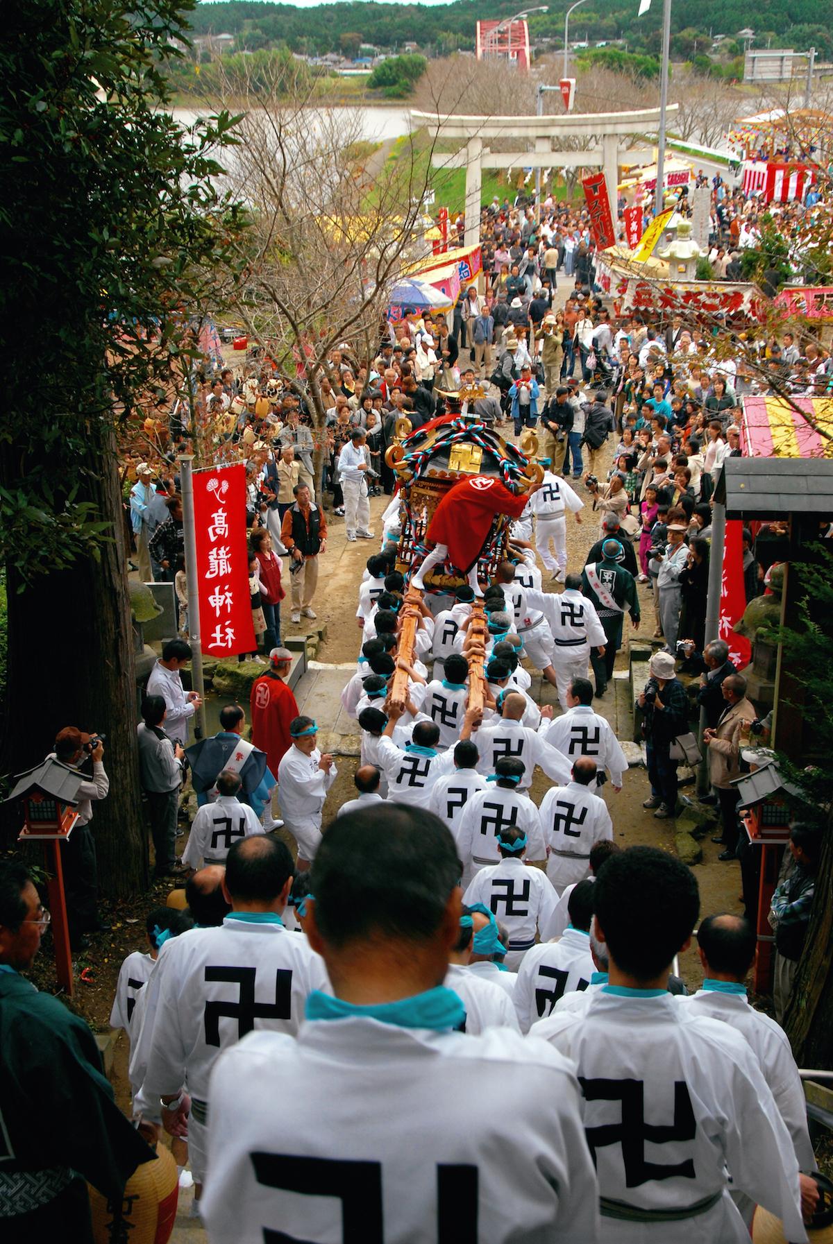 秋季例大祭の神輿渡御