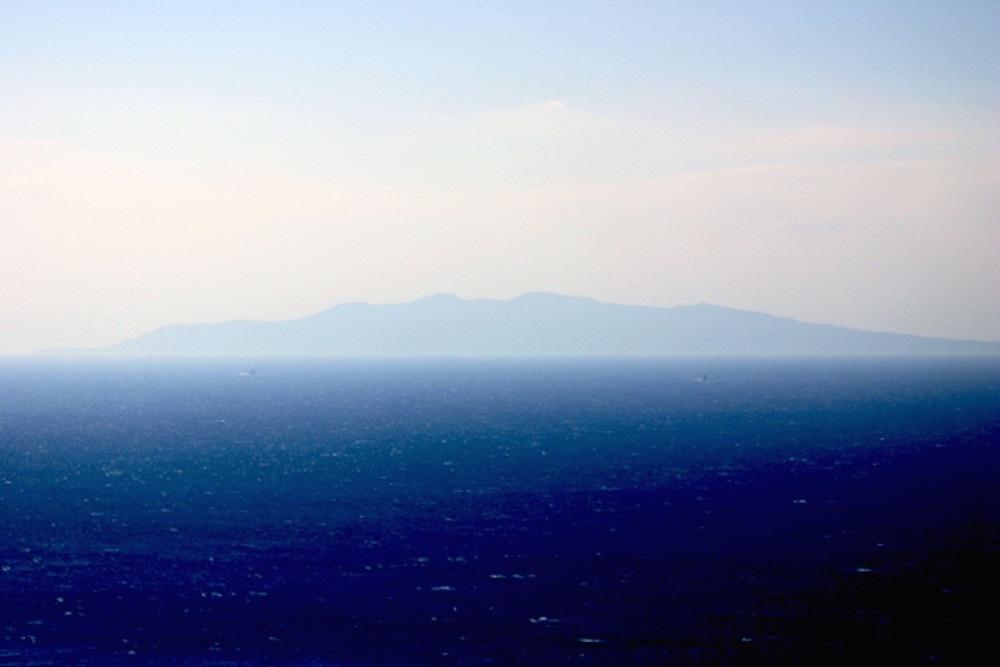 意外に近く、大きく感じるのが伊豆大島