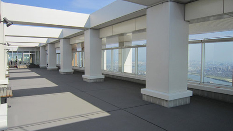 屋上の展望デッキは360度のパノラマ!