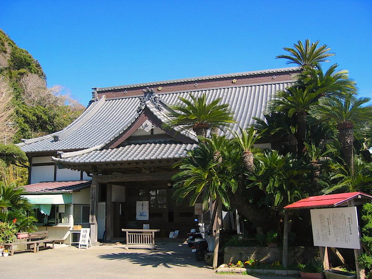 大蘇鉄も印象的な那古寺