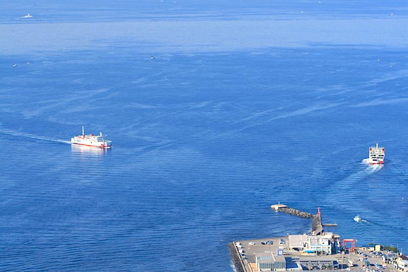 眼下に金谷港発着の東京湾フェリー