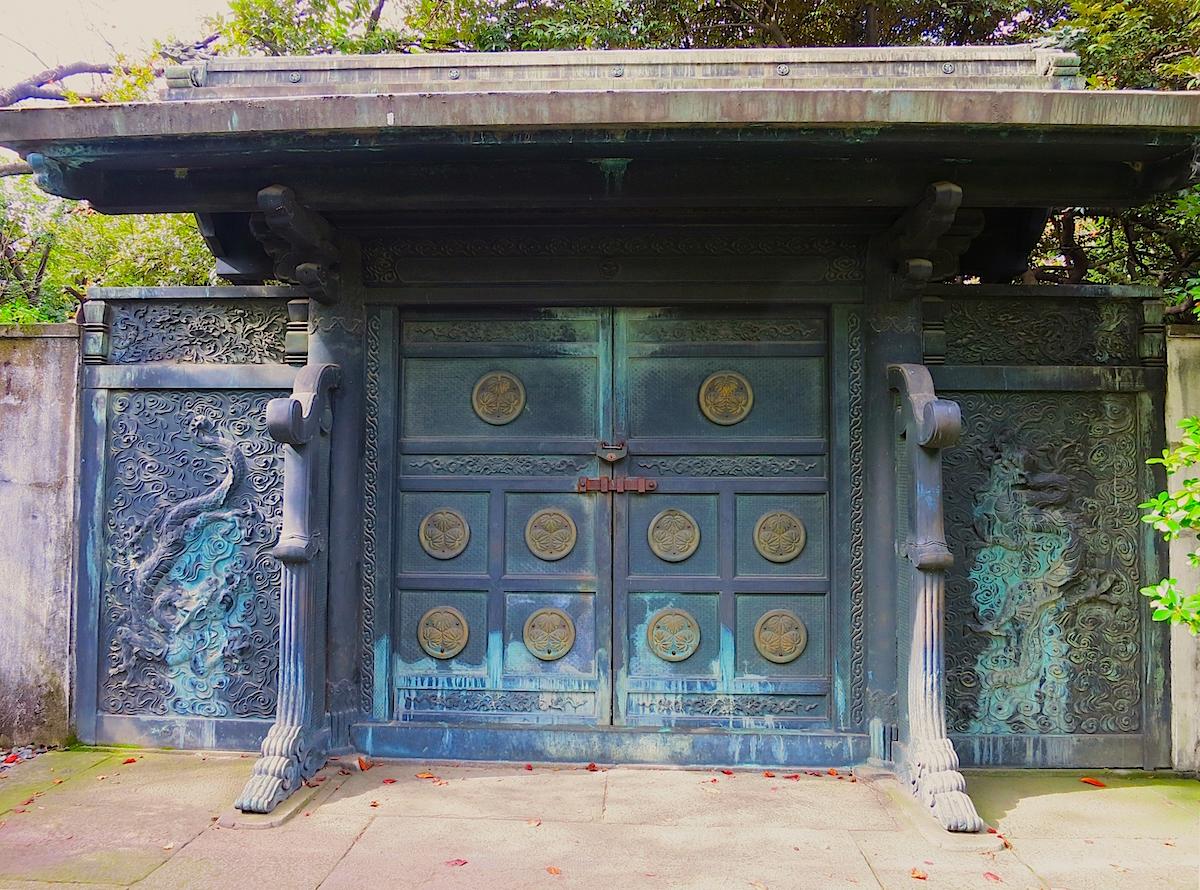 徳川将軍家墓所入口の鋳抜門