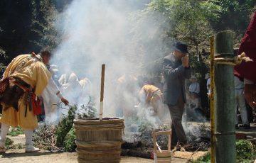 大山不動尊『火渡り祭(柴燈護摩供法要)』